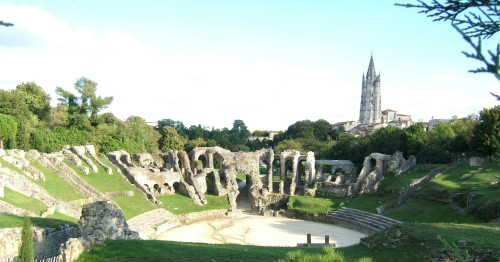 the Irst-century amphitheatre and the St EUTROPE church.