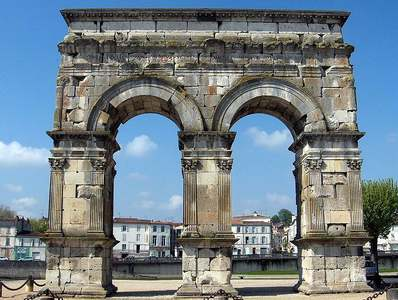 SAINTES : arc de GERMANICUS